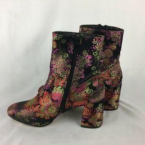Steve Madden SaniaV Floral Tapestry Heel Boots 7.5